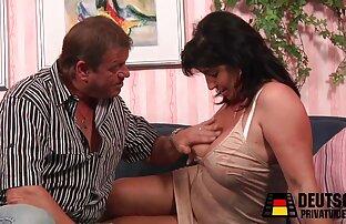 Priya մեծ հաղթող շուն, քանի դեռ յուղոտ սեխ նրբորեն թափահարում. գանգուր պոռնո