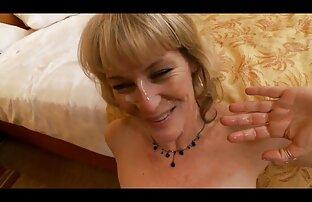 Արագ սեքսը տաք մայրը սեքս վերելակի մեջ voyeur է