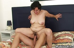 Ռուս առավոտյան սեքս տեսանյութեր աղջիկը ոտքերի առաջ է քաշում տղայի բերանը: